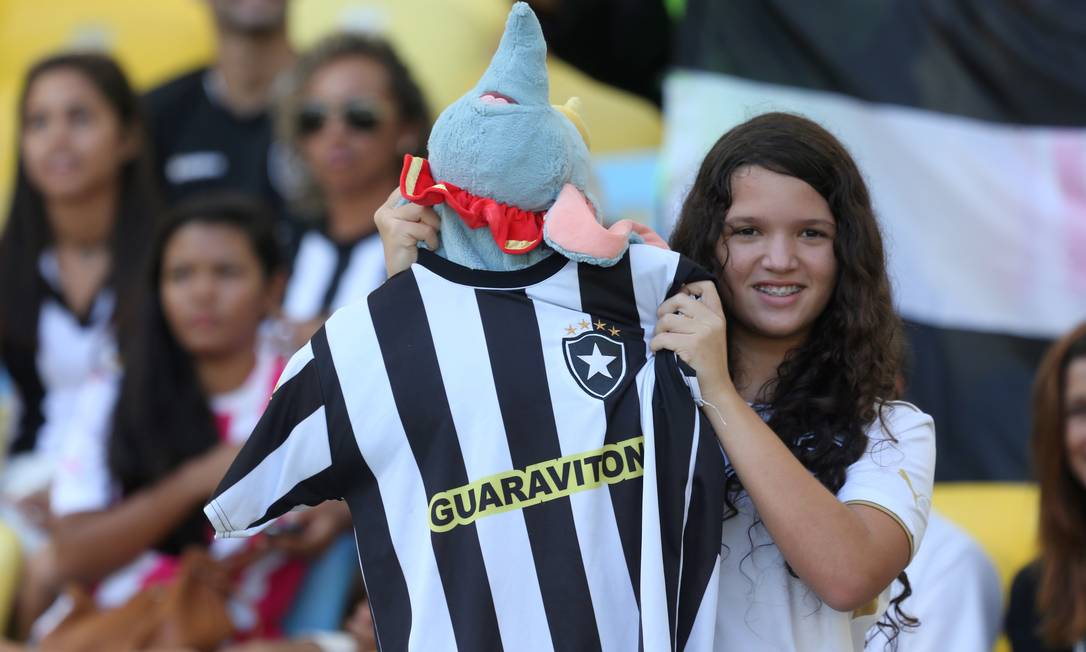 Torcedora do Botafogo no Maracanã para clássico contra o Vasco, primeiro jogo da final do Carioca 2015 Guilherme Pinto / Agência O Globo