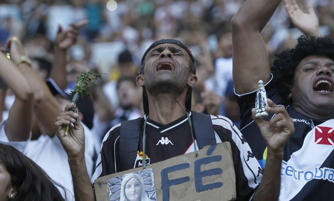 Toda ajuda dos céus é bem-vinda para ser campeão carioca Marcelo Carnaval / Agência O Globo