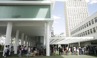 Museu de Arte do Rio. No final de semana, fila com mais de cem pessoas Foto: Fabio Seixo / Fabio Seixo