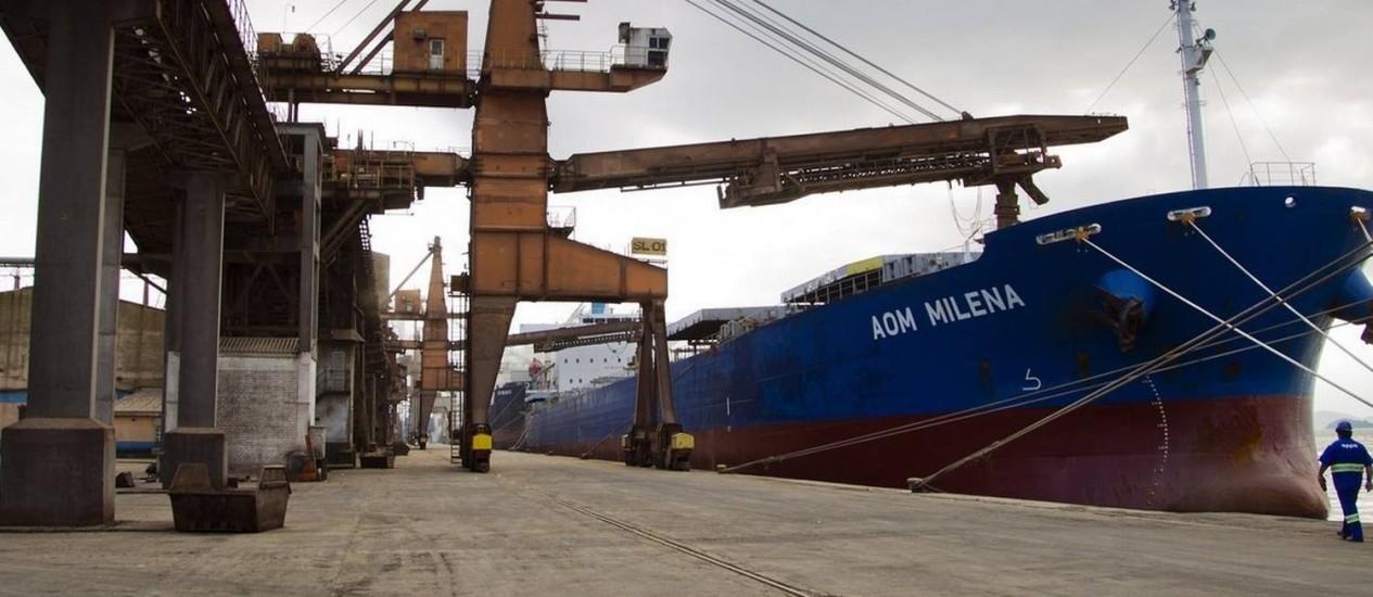Porto de Paranaguá: governo cogita conceder a construção de canais de acesso, com dragagem Foto: Guito Moreto / Guito Moreto/7-4-2013