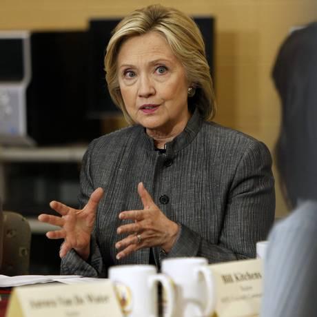 Hillary Clinton fala com estudantes durante sua campanha presidencial Foto: Jim Cole/ AP