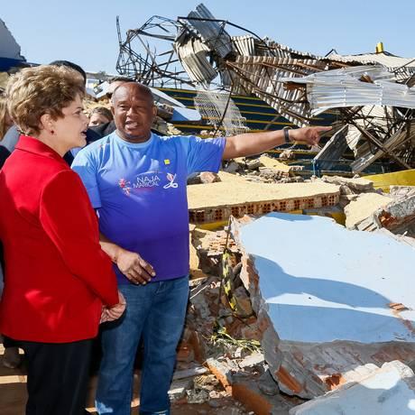 Dilma visitou áreas atingidas por tornado Foto: Presidência da República / Roberto Stuckert Filho