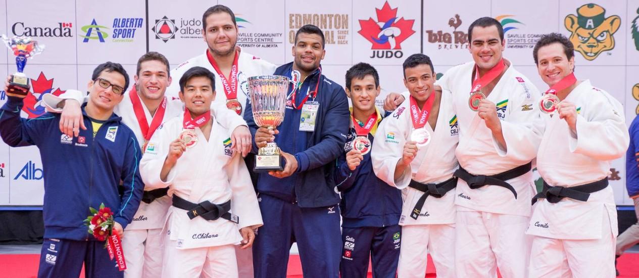 A equipe brasileira. campeã do Pan-Americano de Judô, em Edmonton, no Canadá Foto: Rafal Burza/Divulgação