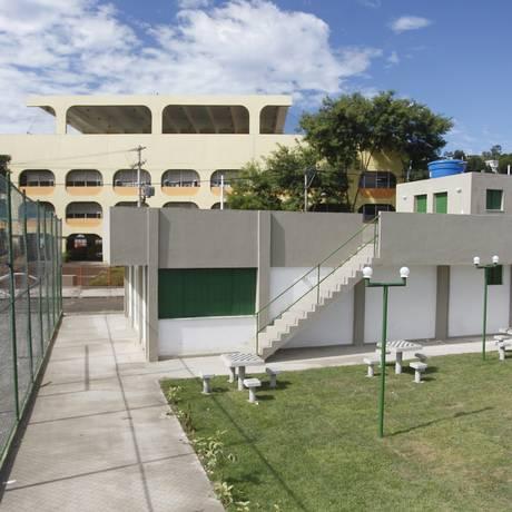 O salão de festas e parte da quadra poliesportiva construídos na comunidade Foto: Pedro Teixeira