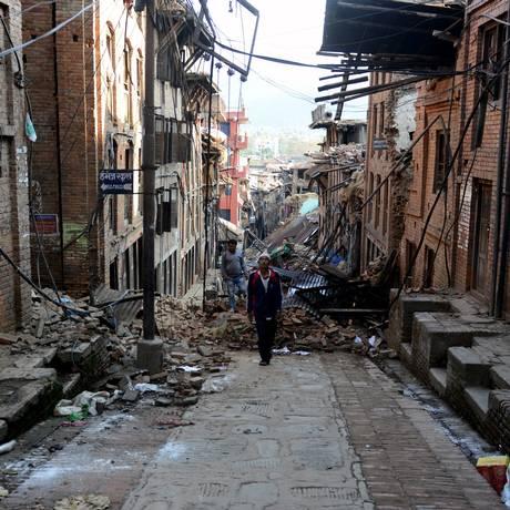Katmandu ficou sob escombros após tremores Foto: PRAKASH MATHEMA / AFP