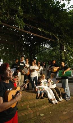 Bloco de carnaval Bagunça Meu Coreto, na Praça São Salvador Foto: Paulo Barreto / Agência O Globo