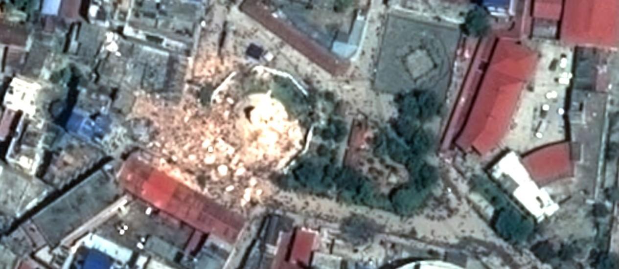 Imagem de satélite mostrando danos a Katmandu após terremoto Foto: - / AFP