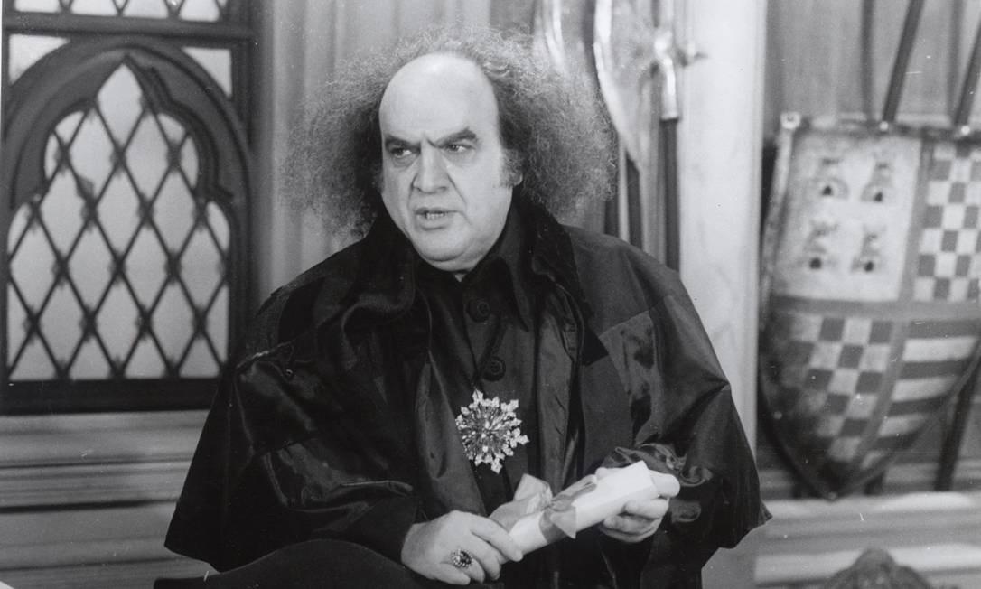 Antonio Abujamra como o bruxo Ravengar, em 'Que Rei Sou Eu?' Foto: Divulgação