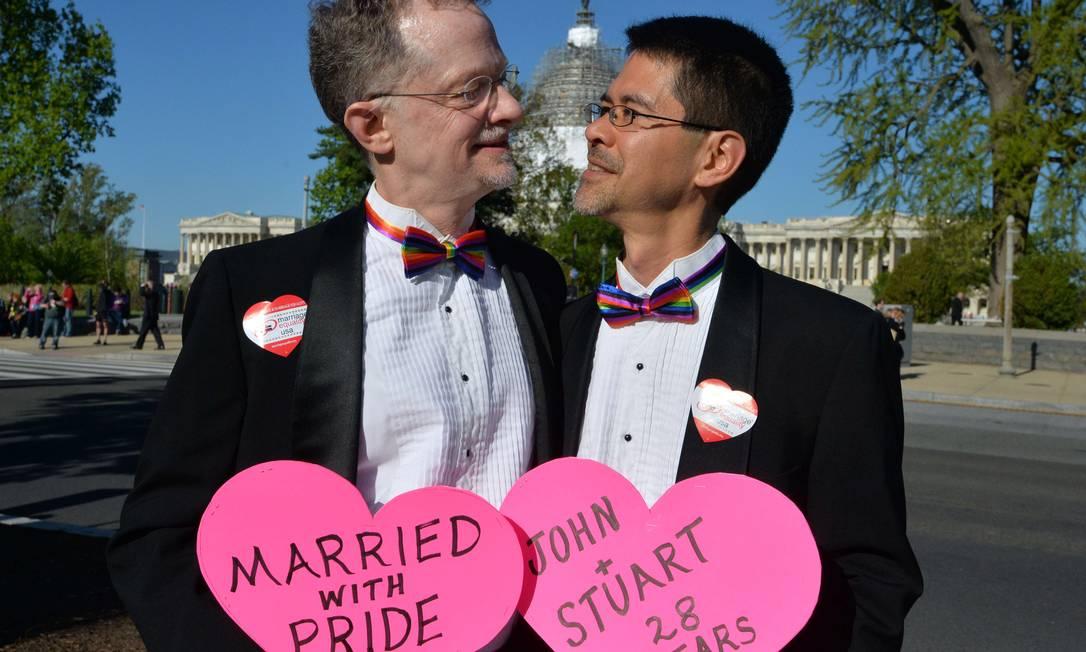 Com 28 anos de relacionamento, este casal da Calfórnia endossou o coro MLADEN ANTONOV / AFP