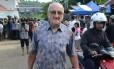 Charlie Burrows, conselheiro espiritual de Rodrigo Gularte, chega ao presídio antes da execução do brasileiro