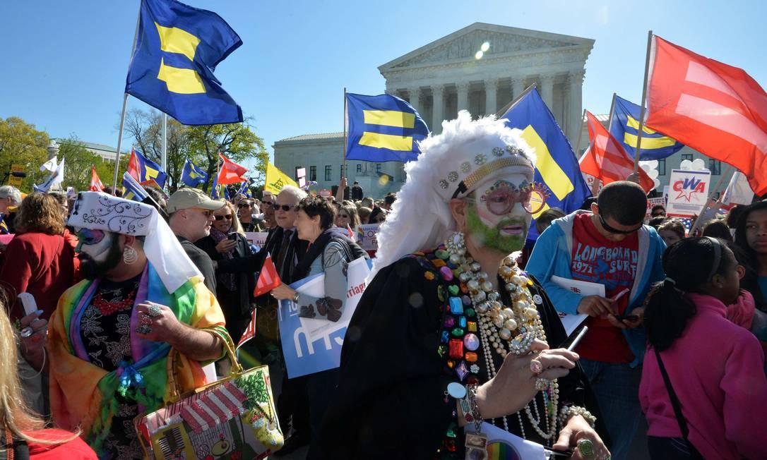 Manifestantes fantasiados participaram da manifestação MLADEN ANTONOV / AFP
