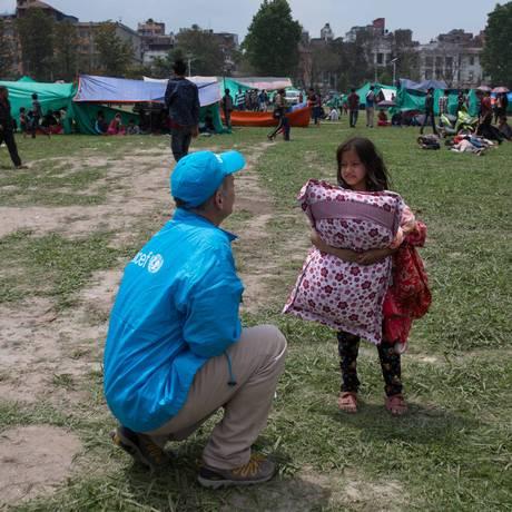 Em campos improvisados em Katmandu, o Unicef tenta dar assistência a crianças que perderam casas e família Foto: Nybo / UNICEF/NYHQ2015-1007