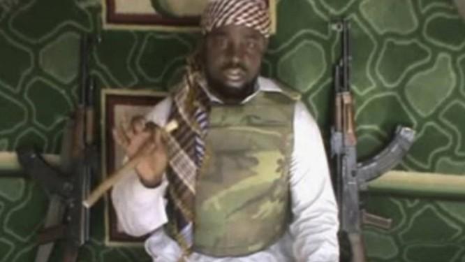 Abubakar Shekau, líder do Boko Haram. Exército nigeriano destruiu três acampamentos do grupo e resgatou 200 meninas que estavam em poder dos jihadistas, mas ainda não confirmou se entre as meninas recuperadas estão estudantes sequestradas de uma escola em Chibok, am abril de 2014 Foto: AP