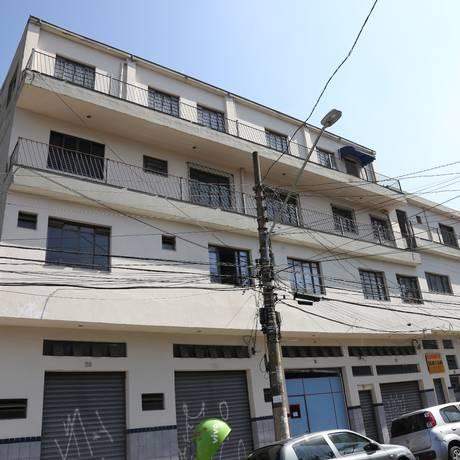 Fechada. Loja (no canto esquerdo do térreo de prédio em São Paulo) é o endereço da gráfica Foto: Marcos Alves