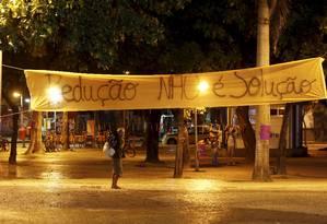 Uma grande faixa foi estendida no Largo do Machado com o nome da campanha Foto: Hudson Pontes / Agência O Globo