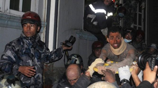 Rishi Khanal sobreviveu após perder a esperança Foto: BIKASH KARKI / AFP