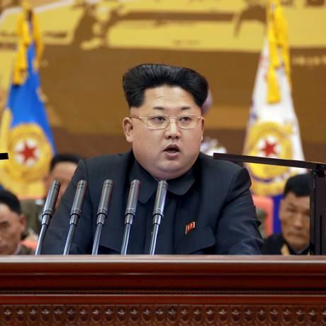 Líder norte-coreano, Kim Jong-un, discursa durante reunião de treinadores do Exército do Povo Coreano Foto: KCNA / REUTERS