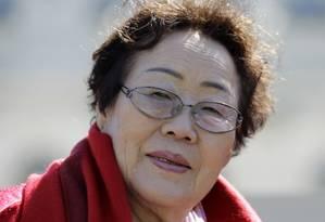 A sul-coreana Yong Soo Lee, de 87 anos, que foi escrava sexual dos soldados japoneses na Segunda Guerra Foto: Luis M. Alvarez / AP