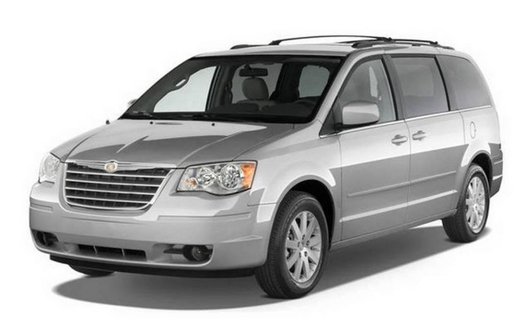 Chrysler Town & Country, ano/modelo 2010 a 2014: botão de acionamento dos vidros traseiros precisa ser substituído Foto: Divulgação