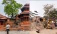Praça Durbar em Katmandu, antes e depois do terremoto