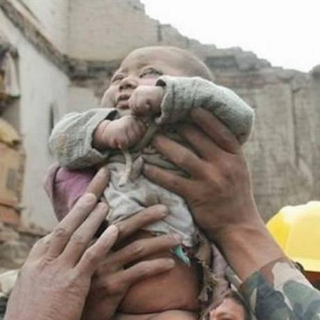 Bebê está estável e não sofreu ferimentos internos Foto: Reprodução 'Kathmandu Today'