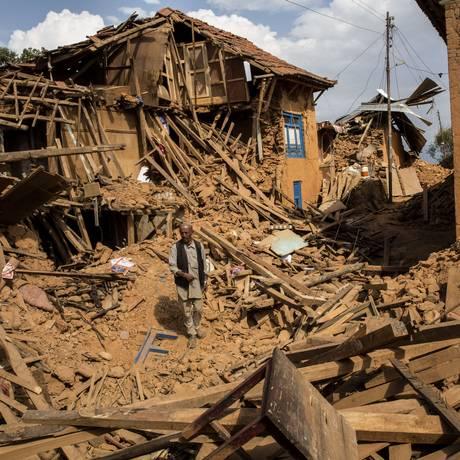 Cenário de destruição em Sathigar, ao Norte de Katmandu. ONU pediu liberação de US$ 415 milhões para ajudar na reparação do Nepal após terremoto de sábado Foto: PALANI MOHAN / AFP