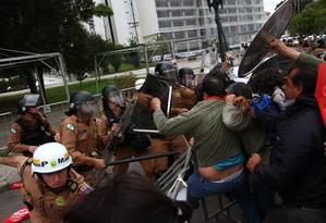 Confronto entre PM e professores em greve deixa ao menos 50 feridos em Curitiba Foto: Paulo Lisboa / Brazil Photo Press
