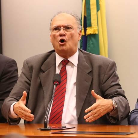 Os presidentes do PPS, Roberto Freire, e do PSB, Carlos Siqueira durante entrevista coletiva sobre a fusão entre os dois partidos Foto: Ailton de Freitas