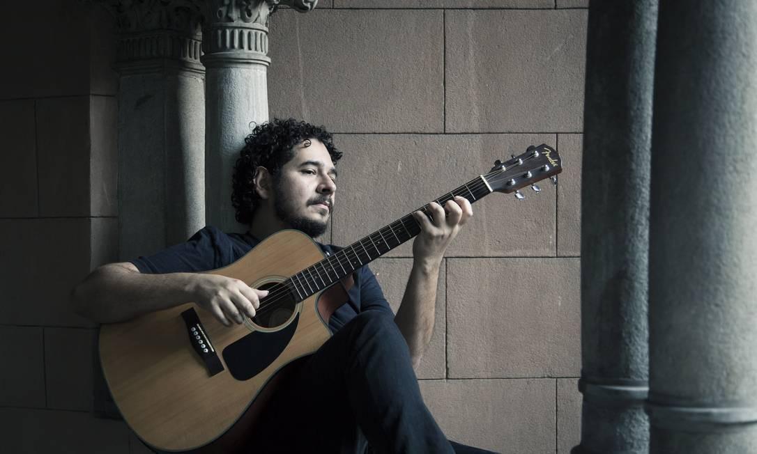 """""""Ainda é meio complicado ficar no meio do palco"""", conta Juliano, que teve mais de 100 músicas gravadas Foto: / Leo Martins"""