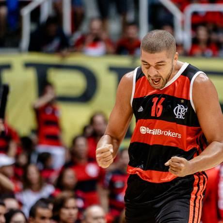 O ala-pivô Olivinha, do Flamengo: destaque do time na vitória sobre o São José na noite desta terça-feira Foto: Bruno Lorenzo/Divulgação