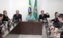 Dilma se reúne com as centrais sindicais no Palácio do Planalto Foto: Jorge William / Agência O Globo