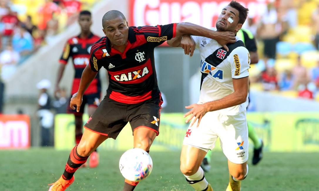 Em semifinal marcada por jogadas ríspidas, Vasco e Flamengo não mexeram no placar Cezar Loureiro / Agência O Globo