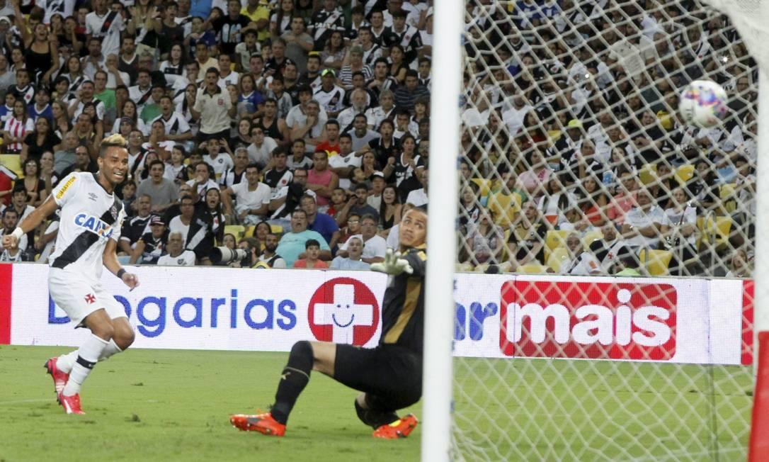 Rafael Silva, aos 46 minutos do segundo tempo, deixou o Vasco em vantagem no primeiro jogo da final Marcelo Carnaval / Agência O Globo