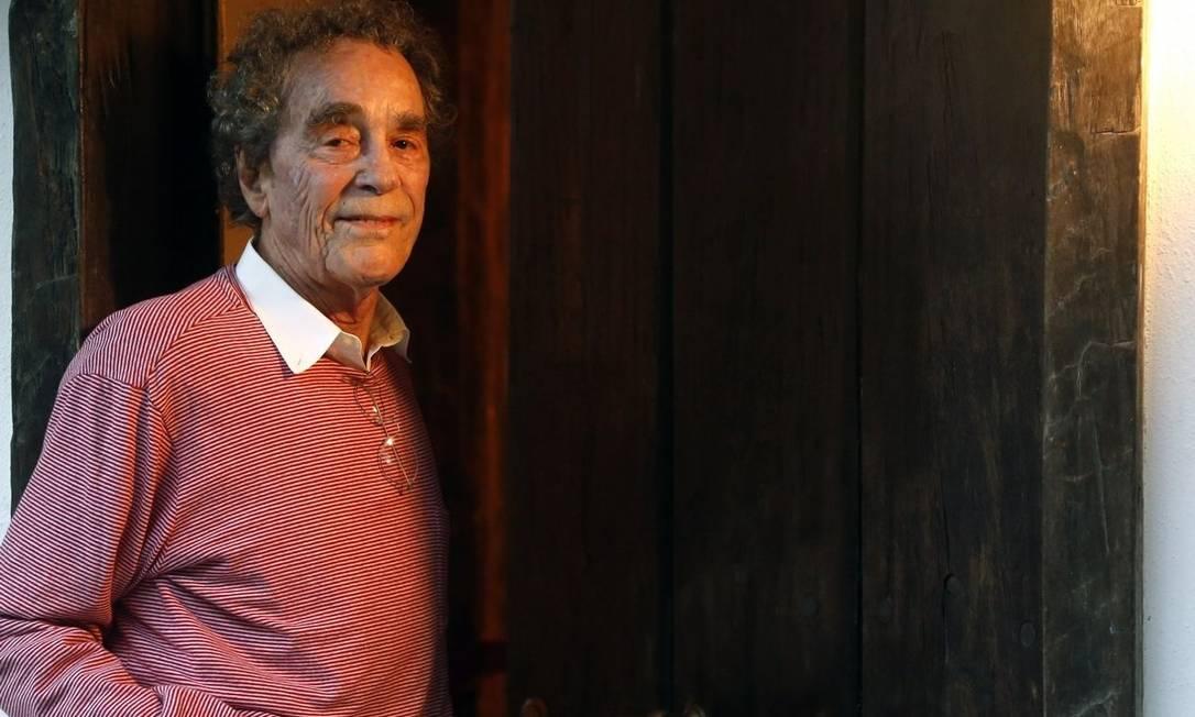 André Midani em sua casa: produtor chegou aos Brasil em 1955 Foto: / Fábio Rossi/ Agência O Globo