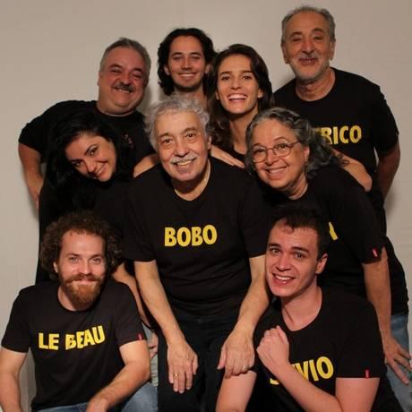 """Trupe reunida. O elenco de """"Como a gente gosta"""", em cartaz no Teatro Abel Foto: Divulgação"""