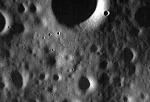 Uma das últimas imagens capturadas pela sonda Messenger, em 29 de abril, mostra superfície de Mercúrio Foto: AFP/ NASA