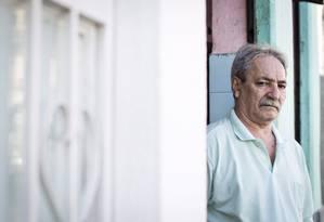 Domingos Gomes veio com a família para o Brasil para reencontrar pai Foto: Guito Moreto / Agência O Globo