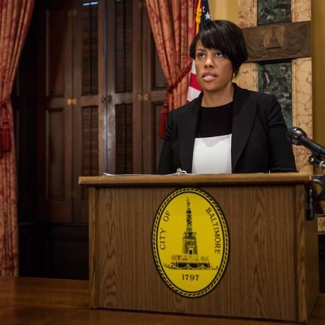 """Stephanie Rawlings-Blake. Prefeita de Baltimore destacou """"coragem e honra"""" de policiais da cidade, mas frisou que racismo e brutalidade policial não serão tolerados Foto: Andrew Burton / AFP"""