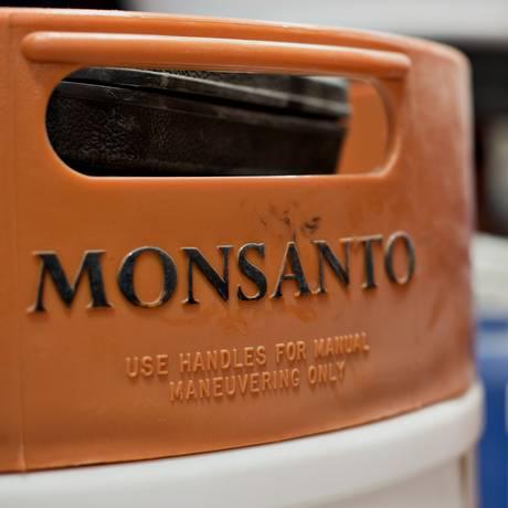 Barris de produtos químicos na fábrica da Monsanto em Manlius, Illinois Foto: Daniel Acker / Bloomberg/20-03-2015