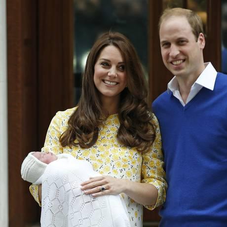 Kate e William apresentam a primeira filha, irmã mais nova de George Foto: Alastair Grant / AP