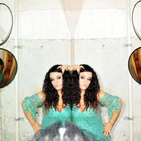'Gosto muito do físico', diz a cantora, ao comentar o conceito da capa do novo disco Foto: Divulgação / Divulgação/Rodrigo Schmidt