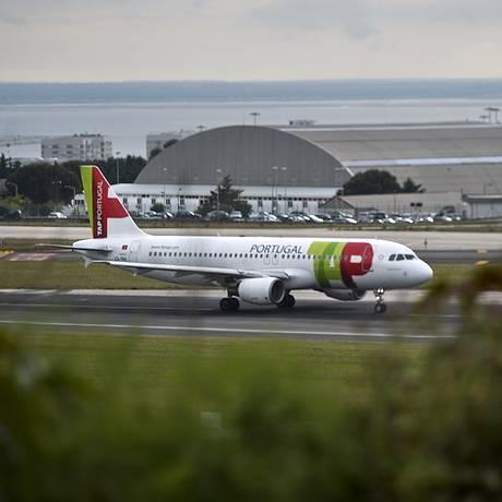 Avião da TAP taxiando em Lisboa Foto: PATRICIA DE MELO MOREIRA / AFP