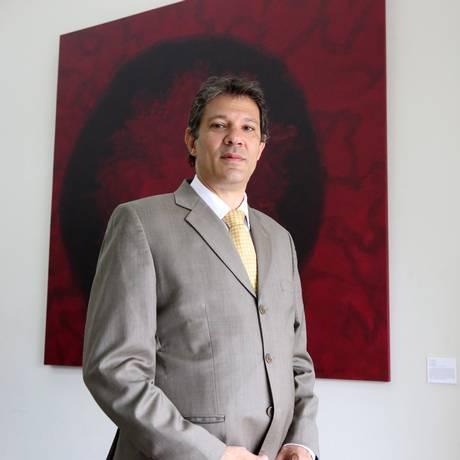 Haddad diz que Vaccari deveria ter tomado a iniciatva de se afastar Foto: Marcos Alves / O Globo