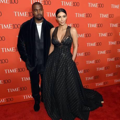 """Ganhos em série. Kim Kardashian e Kanye West, em evento da """"Time"""": ela lucra com menções no Twitter e produtos licenciados Foto: TIMOTHY A. CLARY / Timothy A.Clary/AFP/21-4-2015"""