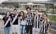 Juntos. Beatriz (à esquerda), Vinícius, Letícia, Ivo , Miguel e Renato: vascaínos e botafoguenses à espera da final