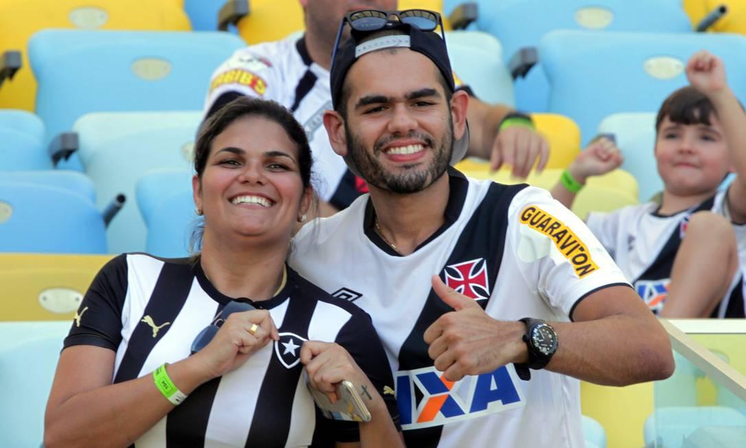 Torcedores de Botafogo e Vasco convivem em paz no Maracanã Cezar Loureiro / Agência O Globo