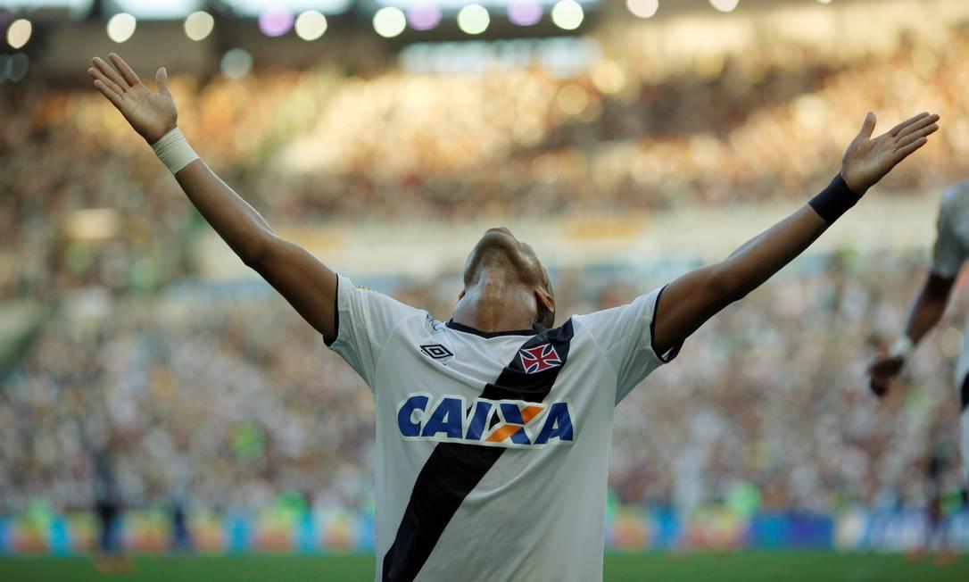 A comemoração de Rafael Silva com o primeiro gol do Vasco no Maracanã Cezar Loureiro / Agência O Globo