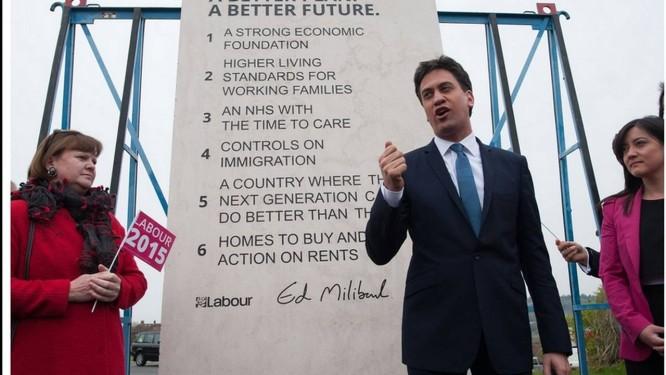 Cláusula pétrea. Ed Miliband e sua pedra com promessas de campanha Foto: Reprodução