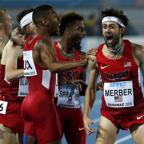 A equipe americana comemora o primeiro lugar na revezamento 4x400m masculino Foto: Mike Segar / Reuters