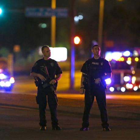 Policiais acabaram matando agressores antes que eles fizessem vítimas Foto: MIKE STONE / REUTERS